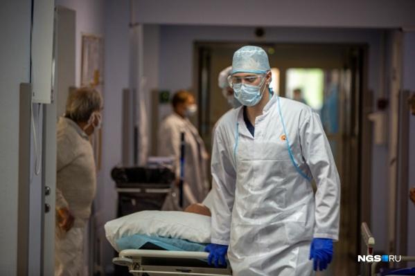 Медикам платили за особые условия труда и дополнительную нагрузку