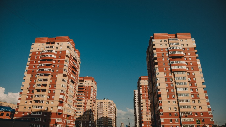 Около многоэтажки на Бориса Житкова нашли тело
