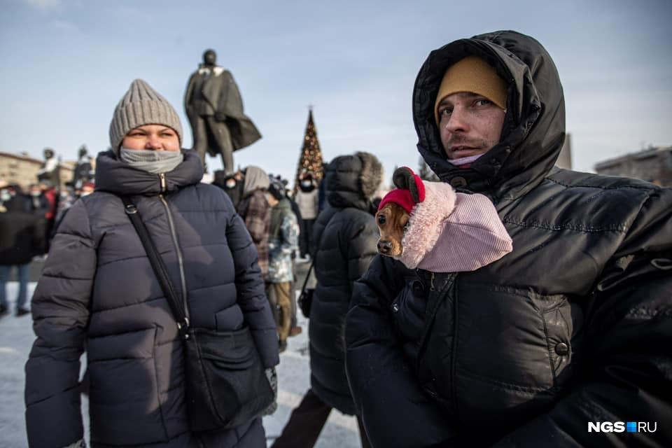 В Новосибирске с собой на прогулку брали домашних животных