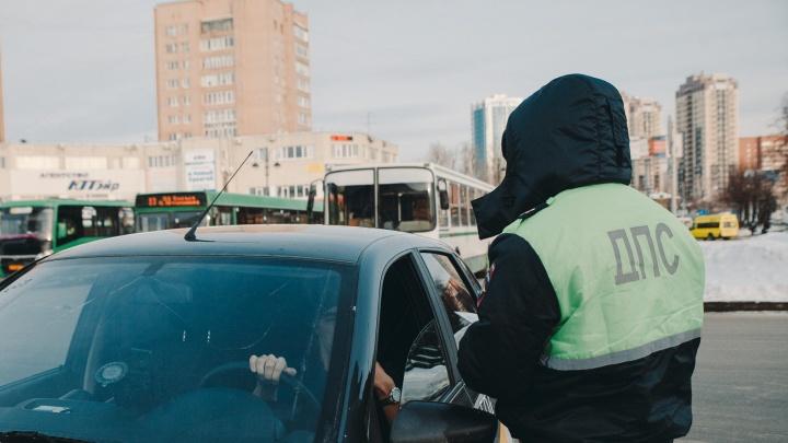 На тюменского полицейского завели уголовное дело за взятку