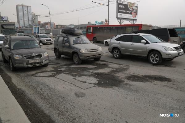 Губернатор выделил почти 300 миллионов рублей на ремонт дорог в Новосибирске