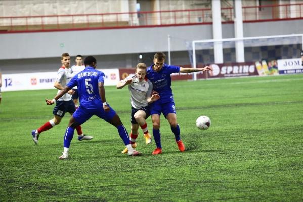 Игроки «Балтики» не пропускают «Иртыш» в ФНЛ