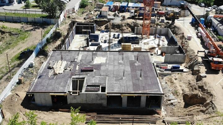 Жилой комплекс «Экопарк» на берегу Иртыша пообещали достроить к концу 2023 года