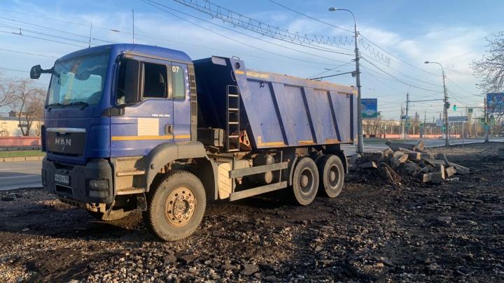 Активисты Волгограда спасли от вывоза с мусором гранит площади Металлургов