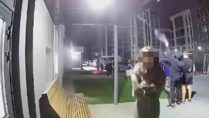 «Еле стояли на ногах»: в Челябинске молодежь устроила стрельбу в новом жилом комплексе