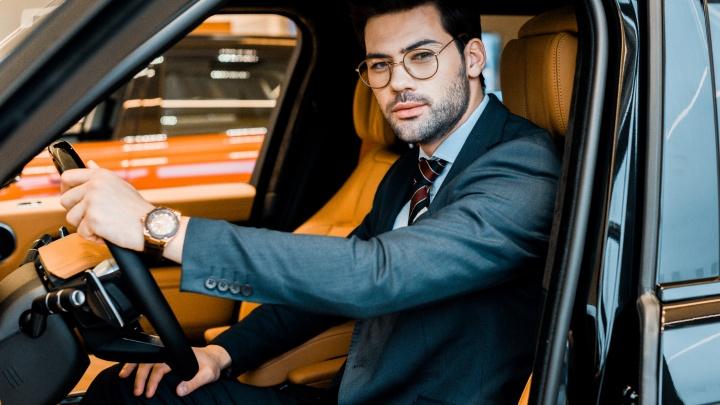В салоне — зонт, вода и зарядка для телефона: пермяки теперь смогут ездить на автомобилях бизнес-класса