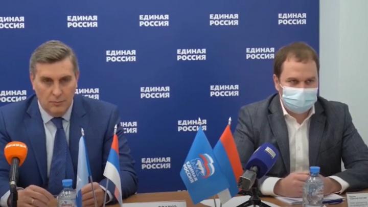 «Единая Россия» провела пресс-конференцию в Красноярске под сербским флагом. В партии извинились за ошибку
