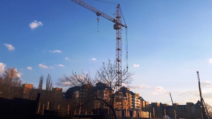 Напротив картографической фабрики начали строить многоэтажку