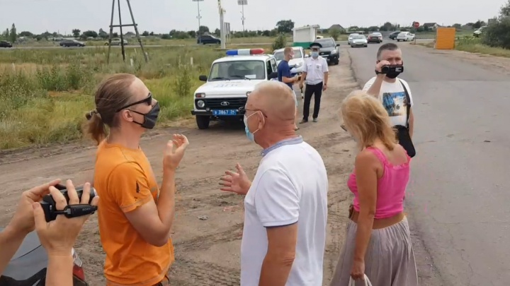 «Что вы нас за колхозников держите?»: под Волгоградом жители выступили против экоактивистов и за новую трассу