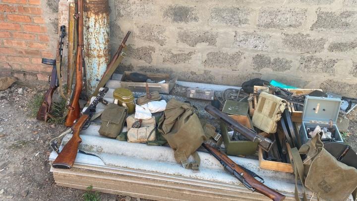 Бомбы, патроны, гранатомет: ФСБ накрыла две оружейные мастерские на Дону