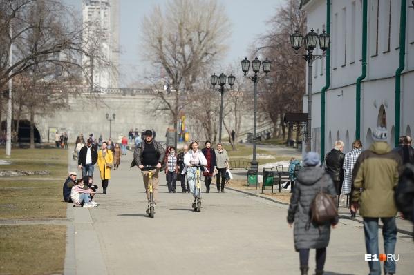 Самокаты действительно частенько сбивают пешеходов, в том числе детей