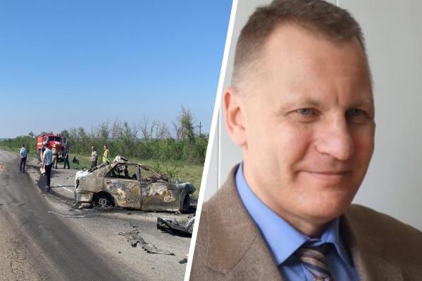 Машина, в которой ехал Владимир Колычев, после столкновения с фурой загорелась