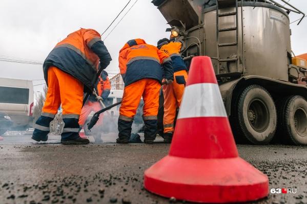 К ведомству также неоднократно возникали вопросы по качеству выполнения работ на дорогах