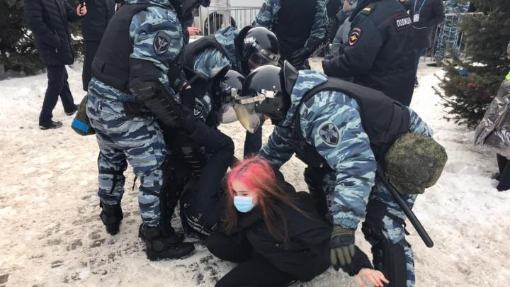 Жесткие задержания, силовики в гражданском и провокации: как прошла акция протеста в Уфе