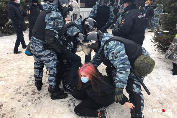 Стражи порядка с протестующими не церемонились