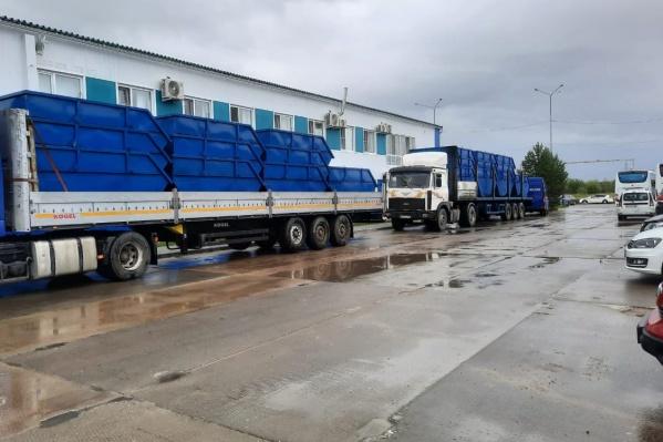 В ближайшее время контейнеры развезут по муниципалитетам Югры