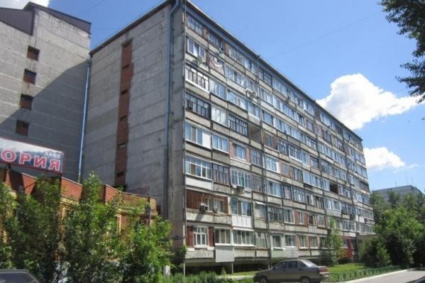 Девочка упала с 5-го этажа в первой половине дня 4 июля
