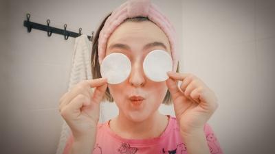 Оцените разницу: 6 смелых женщин показали свои фото с макияжем и без него