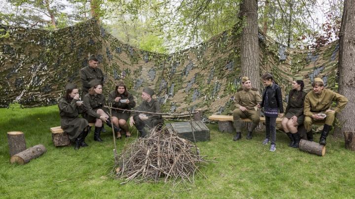 Гречневая каша на привале: на Центральной набережной в Волгограде показали быт солдат времен войны