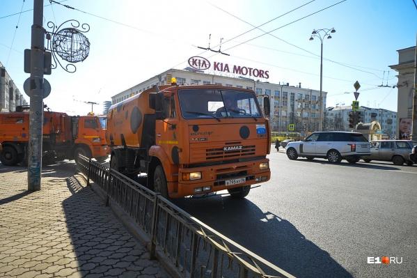 Сотрудники ДЭУ Ленинского района пожаловались, что им не заплатили за внеплановые работы