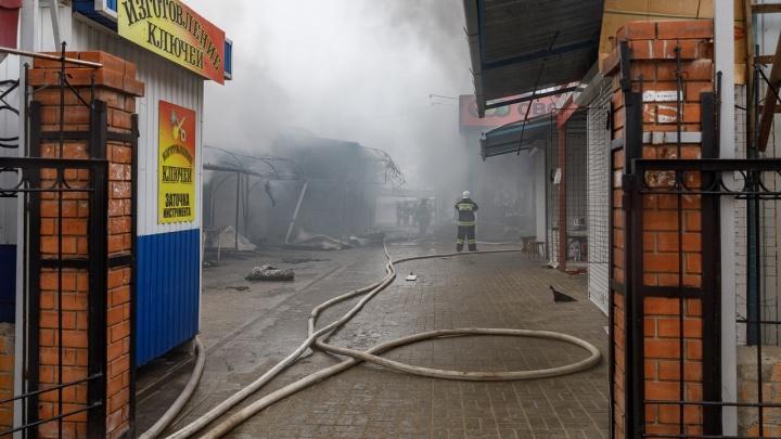 Сгоревший Качинский рынок в Волгограде пообещали открыть 19 февраля
