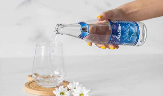С богатым минеральным составом и приятным солоноватым вкусом: какую воду рекомендуют пить новосибирцам