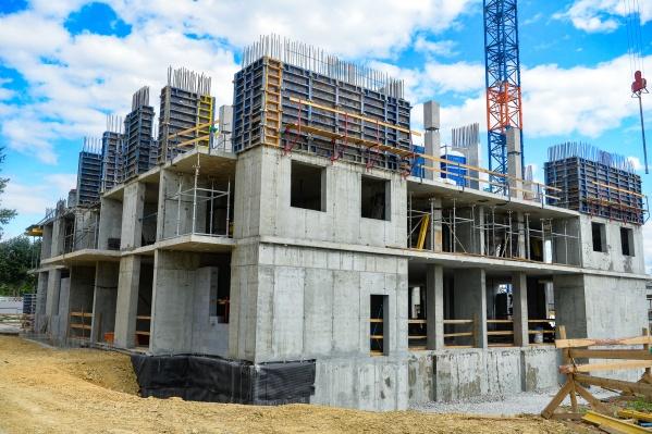 В строящемся доме покупать квартиру сегодня всё же выгоднее, чем в готовом