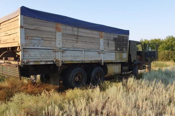Внешне грузовик ничем не отличался от сотен других зерновозов