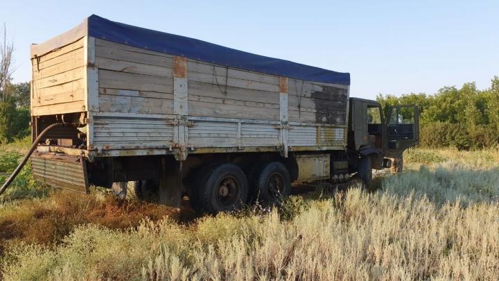 Хлеб везем, начальник: под Волгоградом двое воришек вывозили краденую нефть зерновозом