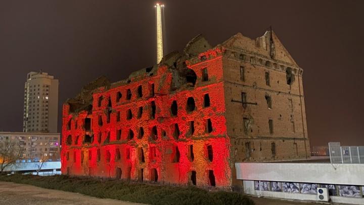 В центре Волгограда обрушилась часть мельницы — памятника Сталинградской битвы