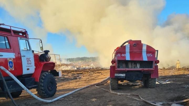 В Башкирии горит еще один мусорный полигон