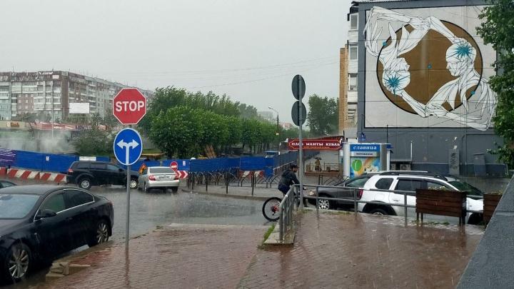 На Красноярск обрушился мощный ливень. Как город пережил стихию