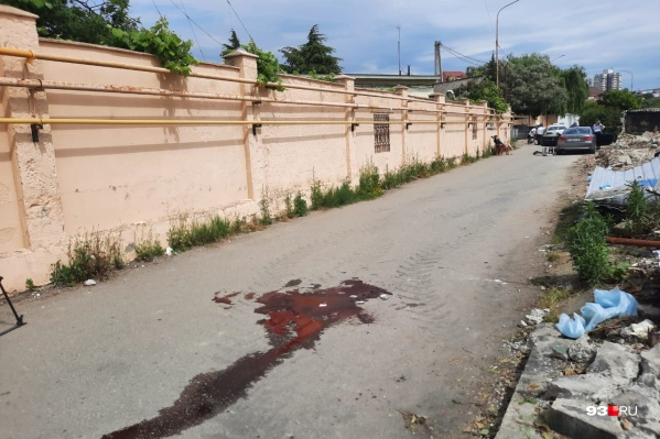 Место расстрела приставов на улице Просвещения