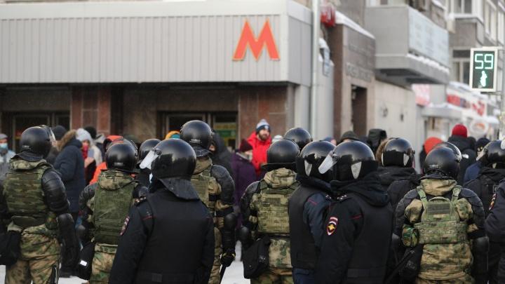 """«Схватил со словами: """"Попалась""""?». Участница протестной акции рассказала, что в толпе были силовики в штатском"""