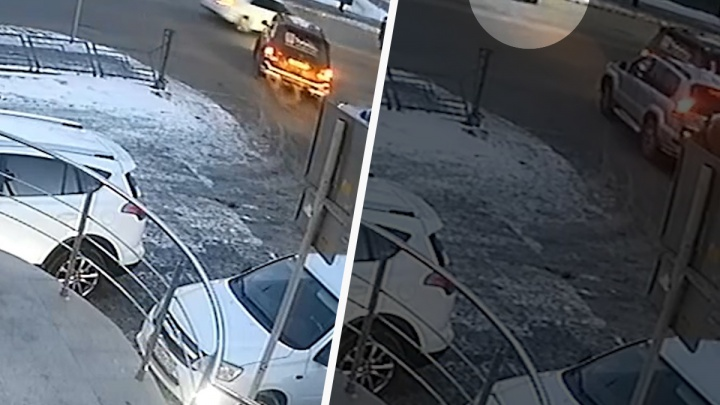От удара женщину отбросило на пару метров. Камера видеонаблюдения засняла момент ДТП в центре Тюмени
