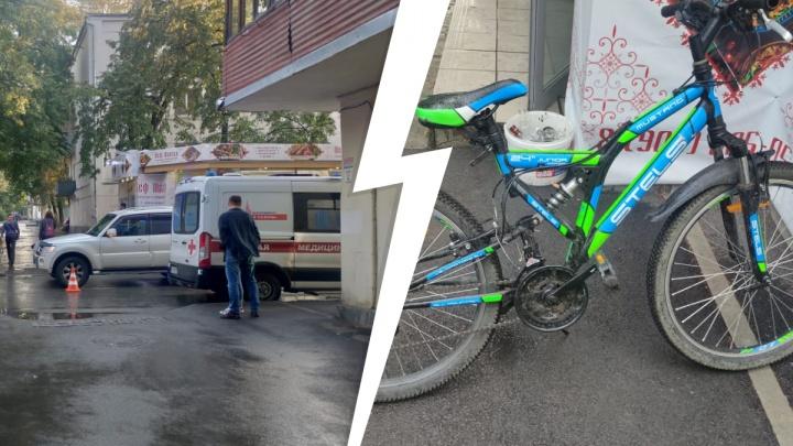 В Екатеринбурге мальчик-велосипедист врезался в Mitsubishi Pajero. Он очень просил не вызывать ему скорую