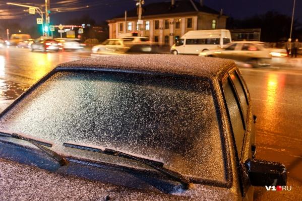 К вечеру город накрыло ледяным дождем