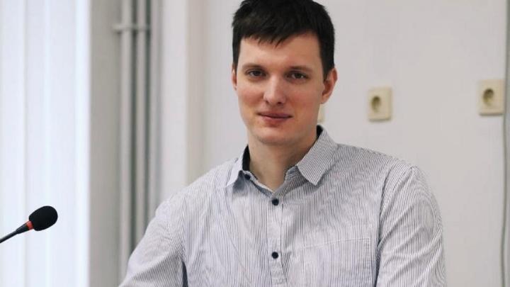 Ростовского учителя Рябчука арестовали на пять суток. Ранее его уволили из школы из-за протестов