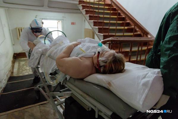 Большинство пациентов ковид-госпиталя сами передвигаться не могут
