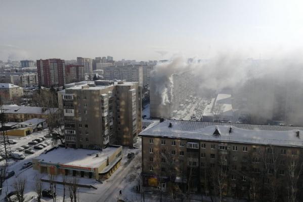 Дым из квартиры распространился на всю округу