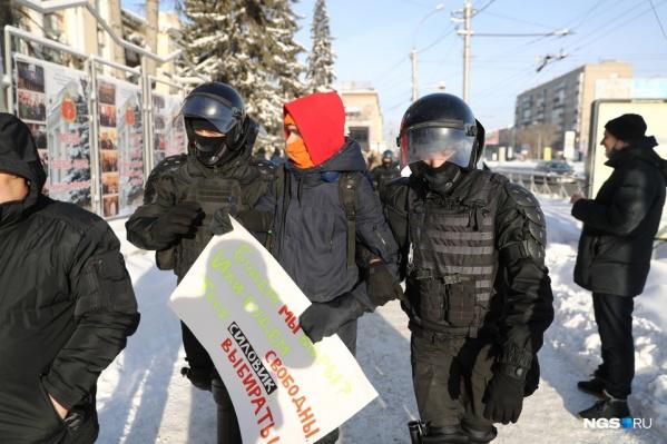 Участников акции начали задерживать уже в начале шествия