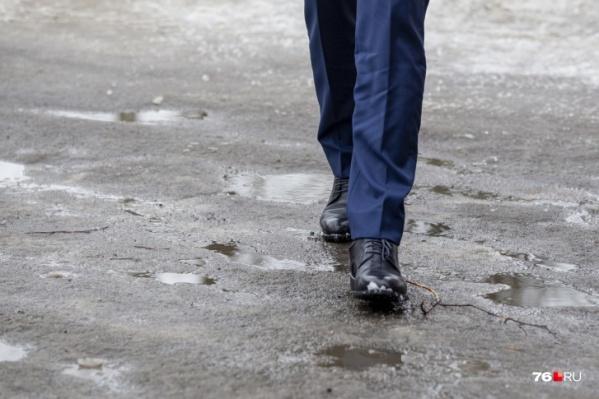 У мэра почему-то получается пройти по городу, не испачкав ботинки