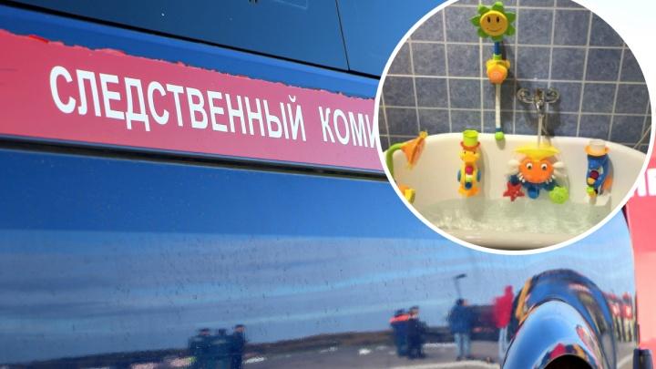 Ушла говорить по телефону: годовалый ребенок утонул в ванне в Советском районе из-за безалаберности подруги матери
