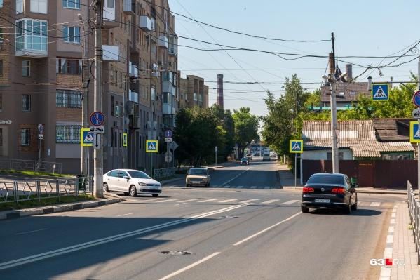 Сейчас по улице Максима Горького ездят только автомобили