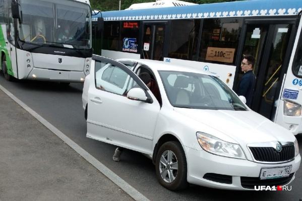 """Этот инцидент, по словам женщины, произошел на остановке «Торговый центр """"Башкортостан""""»"""