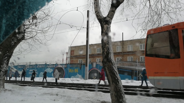 В Перми из-за обрыва контактного провода остановилось движение трамваев