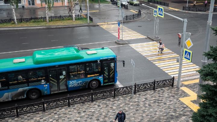 В Новокузнецке мужчина с автоматом обстрелял пассажирский автобус. Комментарий полиции