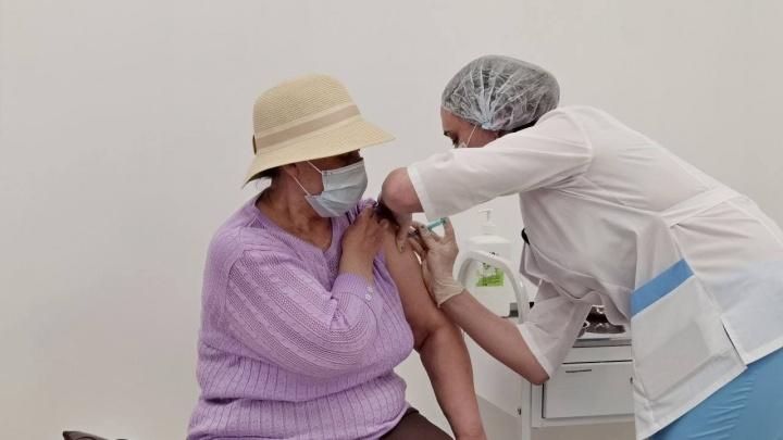 В Кургане открыли еще один пункт вакцинации от COVID-19 в торговом центре