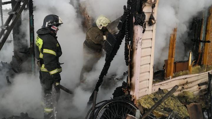 В Новосибирской области сгорел дачный дом— погибли три человека