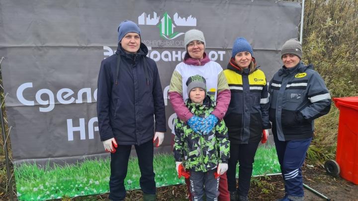 Красноярские волонтеры СУЭК убрали территорию рядом с рекой Чулым